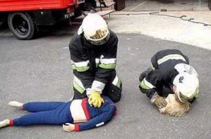 practising recovery on a dummy with a separated head and body